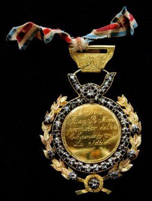 Medalla de Oro concedida al Presidente Mora por el Congreso de la República