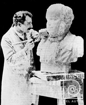 Juan Ramon Bonilla_Esculpiendo busto de Juan Rafael Mora